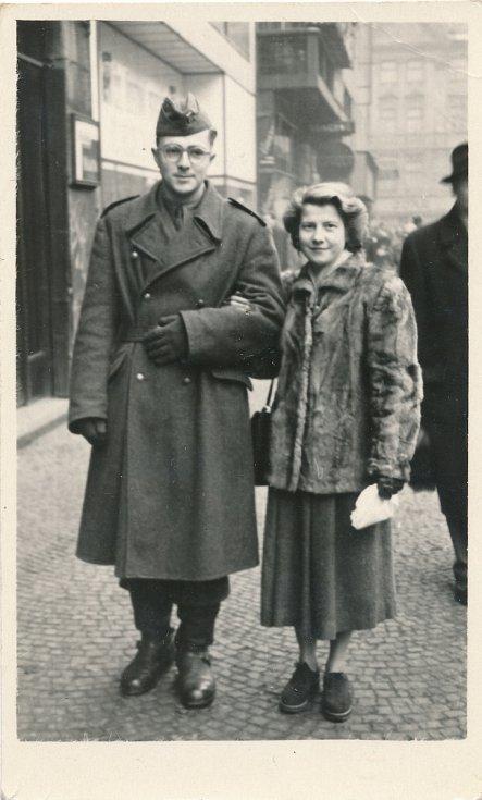 František Lobkowicz a Hana Lobkowiczová v době Františkova působení u PTP (1952-1954).