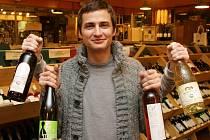 JE LEHKÉ A SVĚŽÍ, říká Marko Jelič o Svatomartinském vínu. Pokud je dobré, pak je to prý znamením toho, že dobrá by mohla být i celá vinařská sezóna.