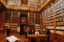 Společnost Tempus Libri představila veřejnosti unikátní faksimili jednoho z národních pokladů – Strahovského evangeliáře. Záštitu nad tímto projektem převzal kardinál Dominik Duka.