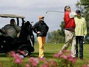 Podle plánů by mělo mít golfové hřiště 18 jamek, a to na pozemcích v sousedství zámku a parku.