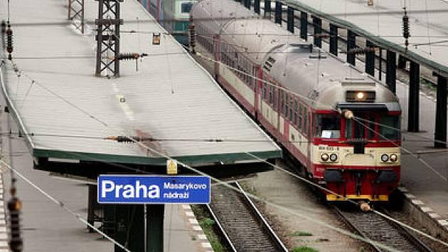 NEDOJEDOU. Blanka má totiž přednost. A tak se mohou cestující na trati z Kladna do Prahy těšit na nové atrakce.
