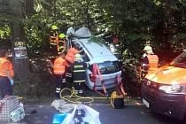 Havárie vozidla s náročným vyprošťováním zraněného řidiče