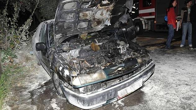 Sériový žhář se specializoval převážně na zaparkovaná auta. Požáry zakládal výhradně večerních hodinách v okolí Jižního města.
