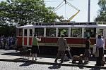 U příležitosti 75.výročí atentátu na říšského protektora Reinharda Heydricha se v Praze konala rekonstrukce útoku u tramvajové zastávky U Kříže.