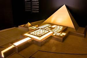 Výstava Sluneční králové zůstane v Národním muzeu až do konce září.