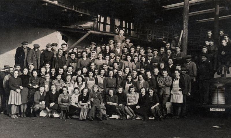 Zaměstnanci firmy Hořejší týden před znárodněním.