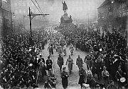 Legionáři. Přehlídka Československých legií, které se vrátily v posledních lednových dnech roku 1919 z Francie.