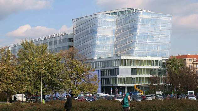Budova Českého institutu informatiky, robotiky a kybernetiky (CIIRC). Ilustrační foto.