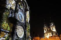 Staroměstský orloj, středověké astronomické hodiny, které patří k nejznámějším památkám Prahy, oslaví své 600. narozeniny. Na počest tohoto jubilea se 9. října večer odehrála série videoprojekcí přímo na jižní straně budovy Staroměstské radnice.