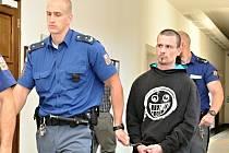 Odvolací soud potvrdil 12,5 roku vězení recidivistovi Františku Jarolímovi za napadení bezdomovce u metra Hradčanská v Praze. Muž brutální útok nepřežil. Motivem činu byl podle vyšetřovatelů dluh 300 korun.