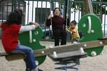 DĚTI JAKO PRIORITA. Největší díl peněz vyčlenila radnice Prahy 8 na školství, 13 milionů půjde na opravy dětských hřišť.