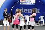 TANEČNICE. Na Prima dnu s Deníkem vystoupily také tanečnice ze skupiny Mix Dance, která působí při Domu dětí a mládeže Černý Most pod vedením Marie Frolíkové.