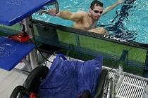 SLAVNOSTNÍ OTEVŘENÍ bazénu Šutka si nenechal ujít ani handicapovaný Tomáš Scharf