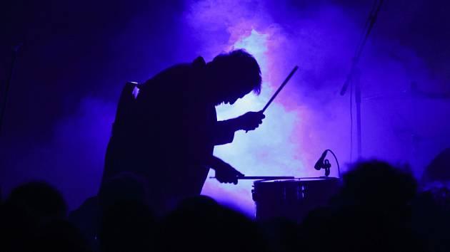 Populární hudební festival Nouvelle Prague ročník 2014 přinesl o uplynulém pátku a sobotě do areálu smíchovského pivovaru nálož kvalitní muziky. Vystoupilo více než deset českých i zahraničních kapel.