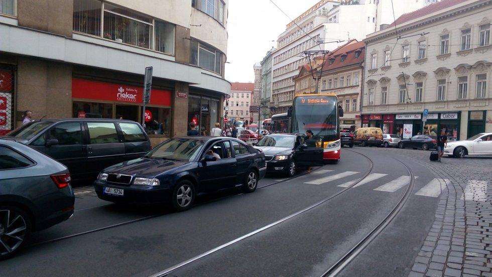 Ucpaná Vodičkova - Lazarská 9. července 2018 před 6. hodinou odpoledne.