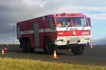 Středočeští hasiči se zúčastnili kurzu bezpečné jízdy v areálu Autodromu Most.