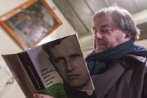 Spisovatel Miloš Doležal zdokumentoval život čihošťského faráře Josefa Toufara ve své knize Jako bychom dnes zemřít měli.