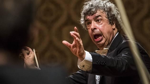 Závěrečný koncert osmého ročníku Dvořákovy Prahy se konal ve středu 23. září 2015 v Praze. Do čela České filharmonie se postavil ruský dirigent Semjon Byčkov.