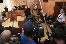 Krajský soud v Praze poslal bývalého poslance a hejtmana Davida Ratha na 8,5 roku do vězení.