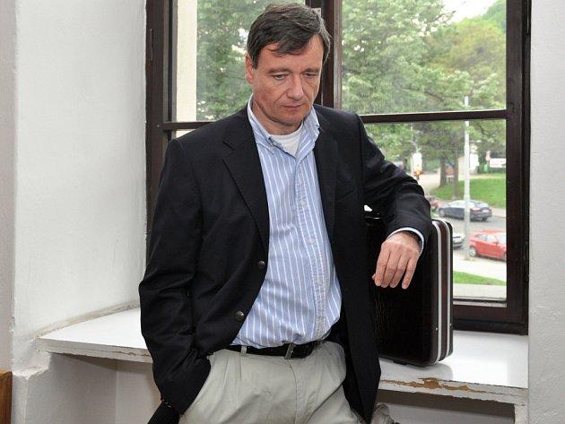 Bývalý hejtman David Rath, stíhaný pro podíl na údajných korupčních manipulacích se zdravotnickými a stavebními zakázkami Středočeského kraje, u Krajského soudu v Praze.