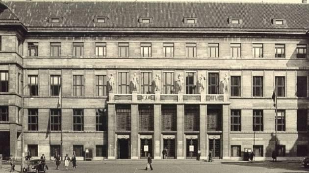 Historická podoba objektu knihovny z roku 1947.