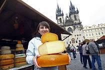 Na pražském Staroměstském náměstí začal 15. října Festival sýrů a koření s doprovodným kulturním programem. Potrvá do 28. října.