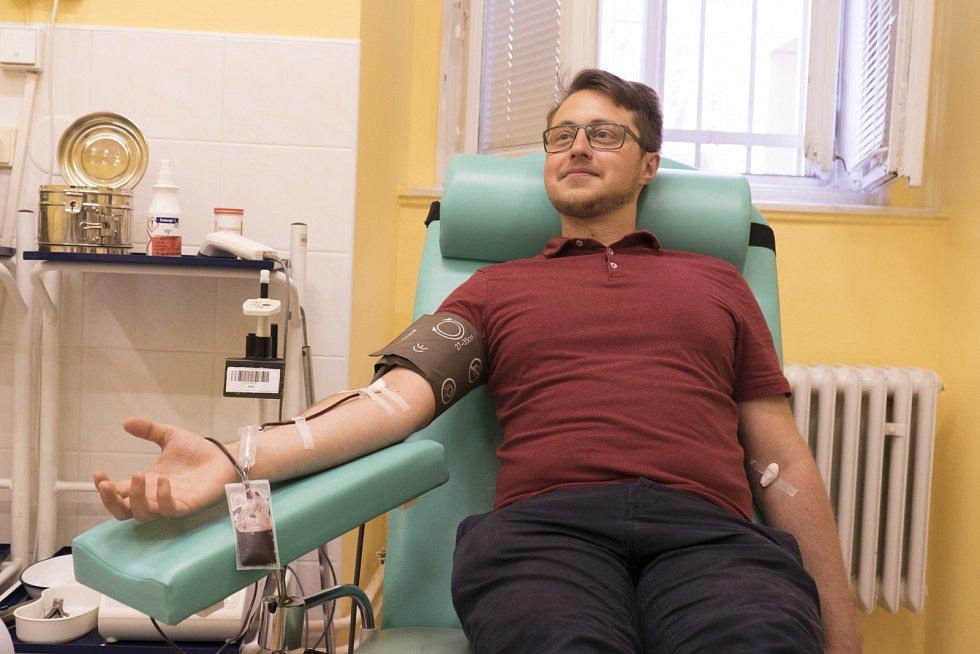 Dárcovství krve. Transfuzní stanice ve Všeobecné fakultní nemocnici v Praze.