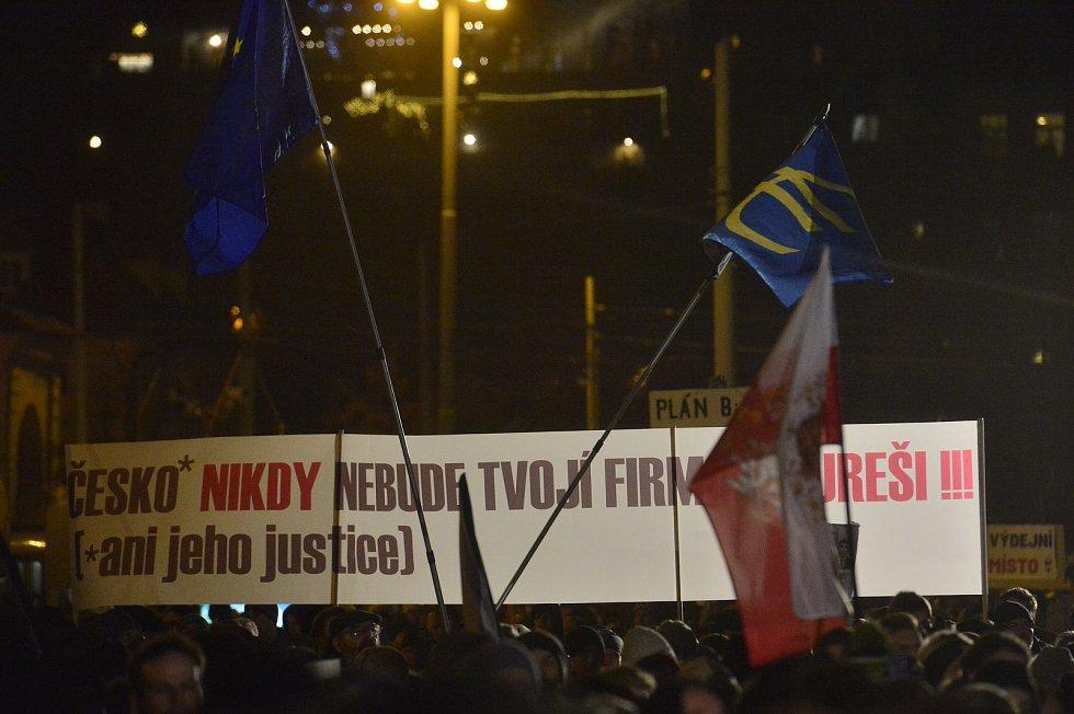 Demonstrace proti premiéru Andreji Babišovi 17. prosince 2019.