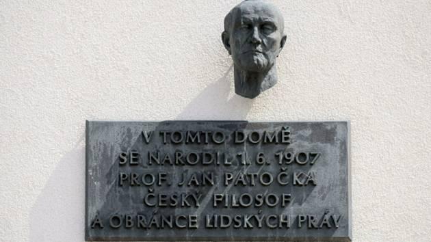 Pamětní deska na rodném domě Jana Patočky.