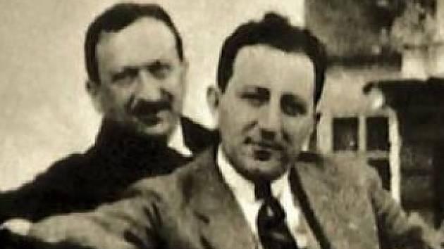 Harry Jelínek (v popředí) cca v roce 1932.