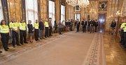Pražští strážníci převzali ocenění za věrnost svému zaměstnání.