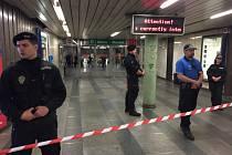 Nález podezřelého zavazadla ve stanici Můstek.