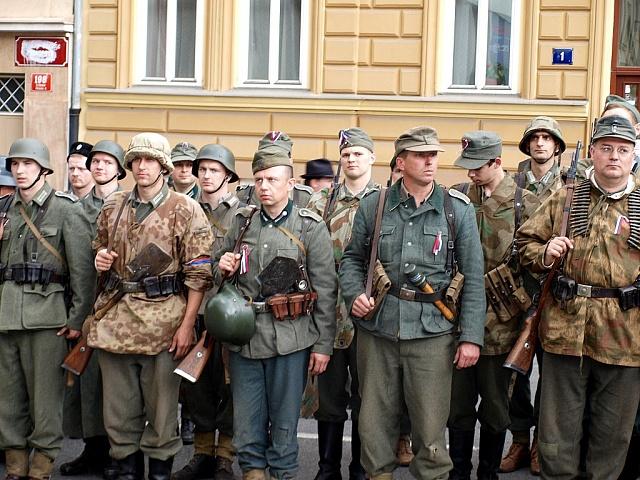 Slepé zbraně nechte volně prodejné, žádají příznivci oživené historie
