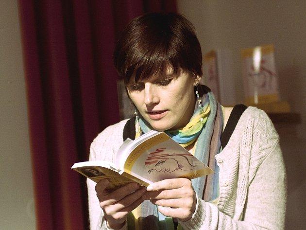 Martina Bittnerová četla ze své knihy V průšvihu.