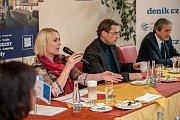 Debata Pražského deníku, která začala na autobusové stanici na Veleslavíně a pokračovala na Terminálu 3 v hotelu Ramada 13. října v Praze. Černochová, Novotný, Stropnický