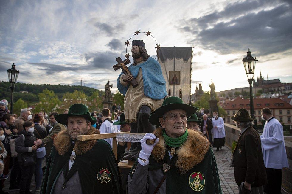 Svatojánské procesí prošlo 15. května centrem Prahy přes Karlův most v rámci 13. ročníku Svatojánských slavností Navalis a 300.výročí od blahořečení nejznámějšího českého světce a patrona lidí od vody Jana Nepomuckého.