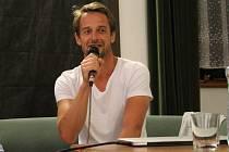 Režisér Slávek Horák se rozpovídal o svém novém filmu Domácí péče, který v českých kinech exceluje.