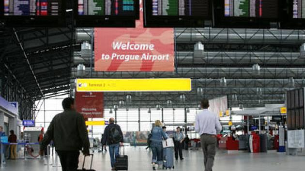 O HODINU VÍCE A BEZ KONTROL. Se změnou na letní čas vejde v platnost i opatření, které usnadní létání do zemí schengenského prostoru.