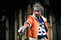 Švandovo divadlo uvádí derniéru hry Zabít Johnnyho Glendenninga.