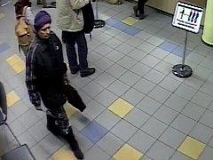 Ladem ležící peněženka na poště v Chrudimské ulici na pražském Žižkově svedla na scestí hledanou ženu.