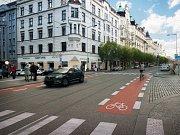 Rušné ulice Veletržní a Dukelských hrdinů by měly do budoucna poskytnout více prostoru pro chodce a cyklisty. Jejich prostor by měla oživit i nová stromořadí.
