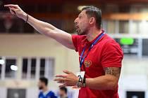 Takto se trenér házenkářů Dukly Praha Daniel Čurda momentálně nemůže projevovat. Halové soutěže patří kvůli vládním omezením k nejvíce postiženým sportům.