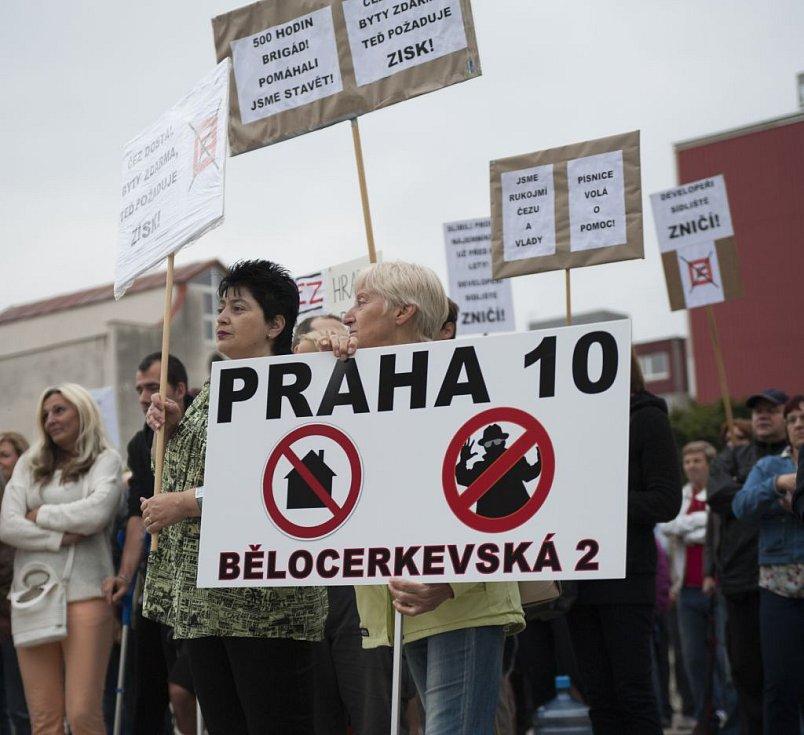 Demonstrace v Praze Písnici.