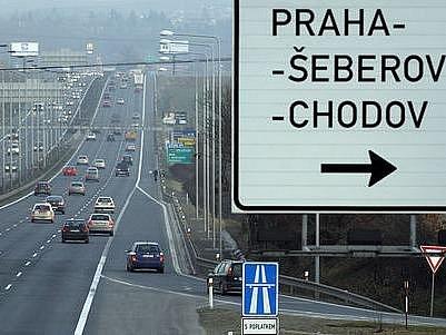 POZOR, PROJÍŽDÍTE STAVBOU. Nejfrekventovanější úsek brněnské dálnice čeká kritické zatížení. Tři pruhy sice zůstanou, řidiči ale musí počítat s omezením rychlosti.