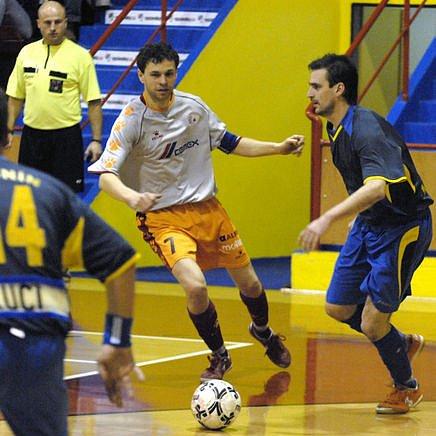 VŠEUMĚL. Martin Dlouhý se živí všemi druhy fotbalu. Futsalem, fotbalem a tak dále...