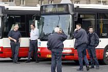 PRVNÍ KROK. Pražští radní odsouhlasili poskytnutí 900 milionů korun dopravnímu podniku, což byla jedna z podmínek pro odložení stávky MHD.