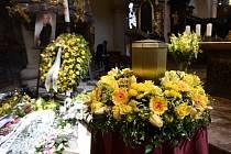 Zádušní mše za zpěvačku Evu Pilarovou se konala 3. června 2020 v bazilice Nanebevzetí Panny Marie v Praze. Pilarová zemřela 14. března ve věku 80 let.
