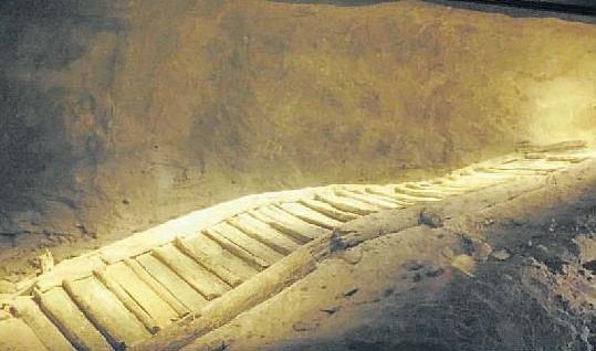 Schody. Objev přes tři tisíce let starých schodů vhalštatském solném dole byl velkým úspěchem archeologů. Schody byly citlivě rozebrané a analyzované ve Vídni, poté opět vrácené do místa původu.