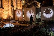 Generální zkouška Signal festivalu probíhala v centru Prahy 11. října. Na snímku Octopus garden v Anežském klášteře.