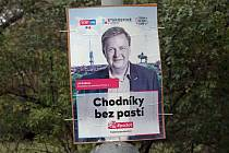 Předvolební kampaň, politické reklamy a billboardy v ulicích Prahy.